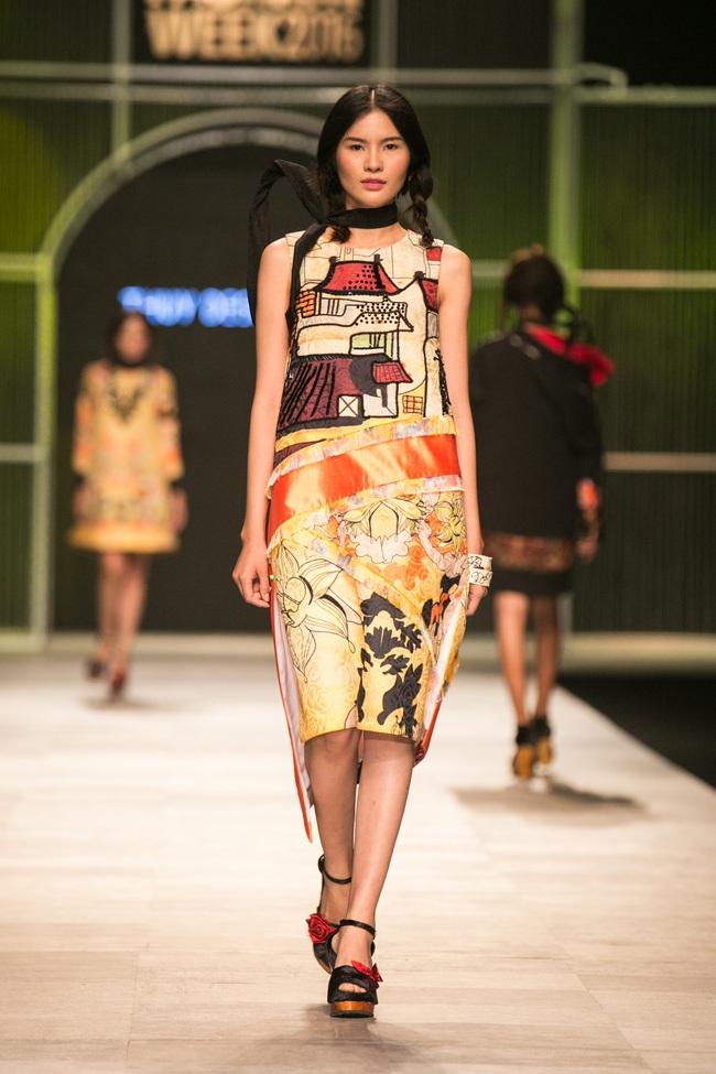 Hot girl Hà Lade tái xuất sàn catwalk, Hoàng Thùy làm vedette trong đêm diễn thứ 2 của Vietnam International Fashion Week - Ảnh 50.