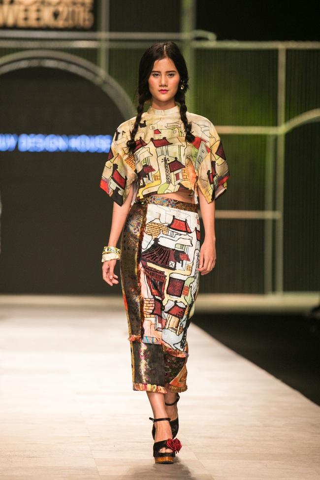 Hot girl Hà Lade tái xuất sàn catwalk, Hoàng Thùy làm vedette trong đêm diễn thứ 2 của Vietnam International Fashion Week - Ảnh 51.