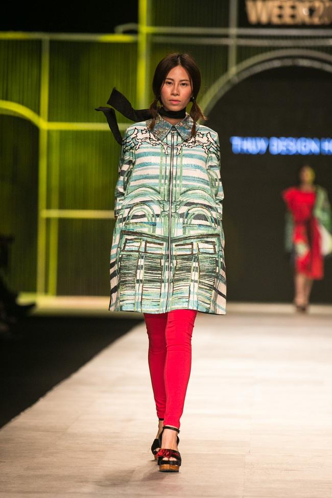 Hot girl Hà Lade tái xuất sàn catwalk, Hoàng Thùy làm vedette trong đêm diễn thứ 2 của Vietnam International Fashion Week - Ảnh 52.