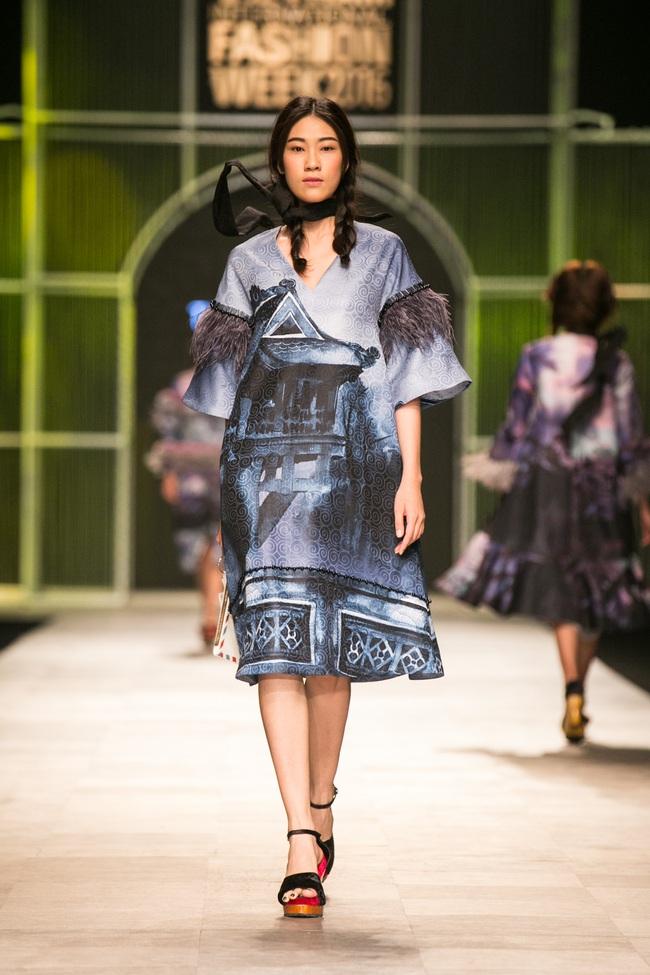Hot girl Hà Lade tái xuất sàn catwalk, Hoàng Thùy làm vedette trong đêm diễn thứ 2 của Vietnam International Fashion Week - Ảnh 55.
