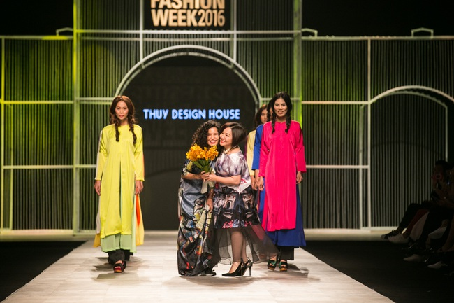 Hot girl Hà Lade tái xuất sàn catwalk, Hoàng Thùy làm vedette trong đêm diễn thứ 2 của Vietnam International Fashion Week - Ảnh 63.