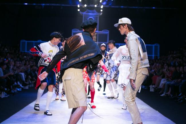 Hot girl Hà Lade tái xuất sàn catwalk, Hoàng Thùy làm vedette trong đêm diễn thứ 2 của Vietnam International Fashion Week - Ảnh 73.
