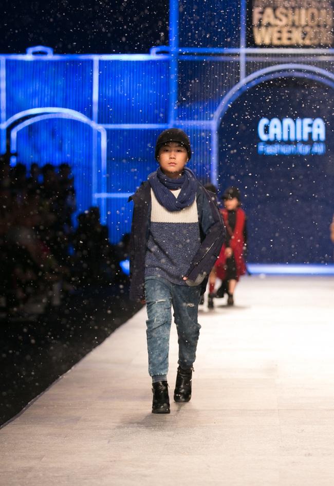 Hot girl Hà Lade tái xuất sàn catwalk, Hoàng Thùy làm vedette trong đêm diễn thứ 2 của Vietnam International Fashion Week - Ảnh 79.