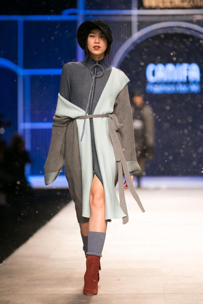 Hot girl Hà Lade tái xuất sàn catwalk, Hoàng Thùy làm vedette trong đêm diễn thứ 2 của Vietnam International Fashion Week - Ảnh 83.