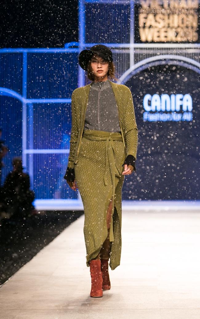 Hot girl Hà Lade tái xuất sàn catwalk, Hoàng Thùy làm vedette trong đêm diễn thứ 2 của Vietnam International Fashion Week - Ảnh 92.
