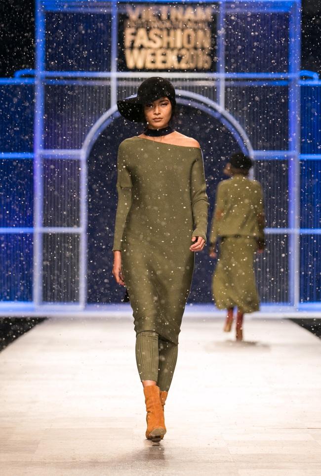 Hot girl Hà Lade tái xuất sàn catwalk, Hoàng Thùy làm vedette trong đêm diễn thứ 2 của Vietnam International Fashion Week - Ảnh 93.