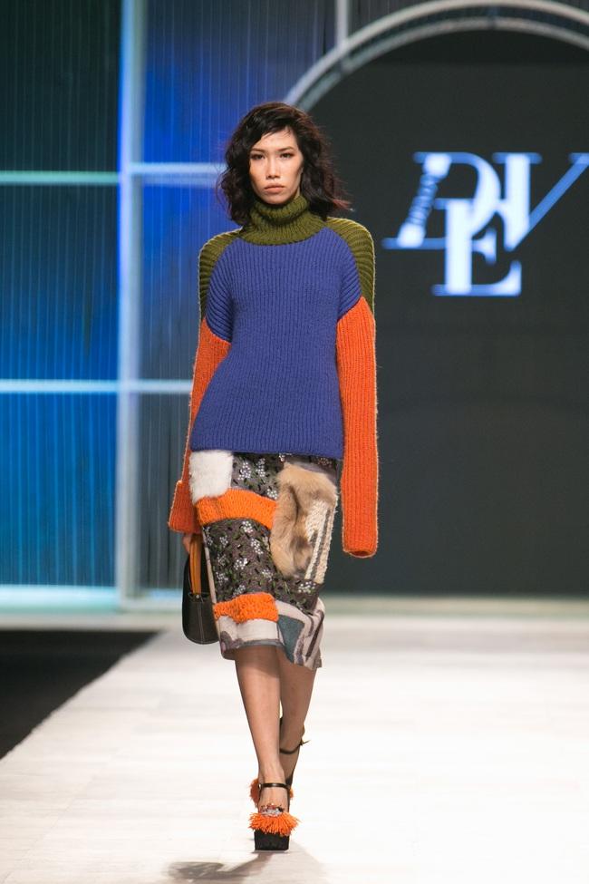 Hot girl Hà Lade tái xuất sàn catwalk, Hoàng Thùy làm vedette trong đêm diễn thứ 2 của Vietnam International Fashion Week - Ảnh 8.