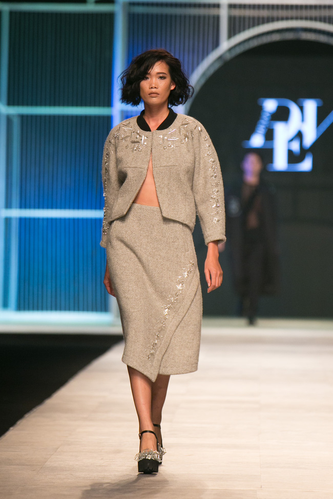 Hot girl Hà Lade tái xuất sàn catwalk, Hoàng Thùy làm vedette trong đêm diễn thứ 2 của Vietnam International Fashion Week - Ảnh 13.