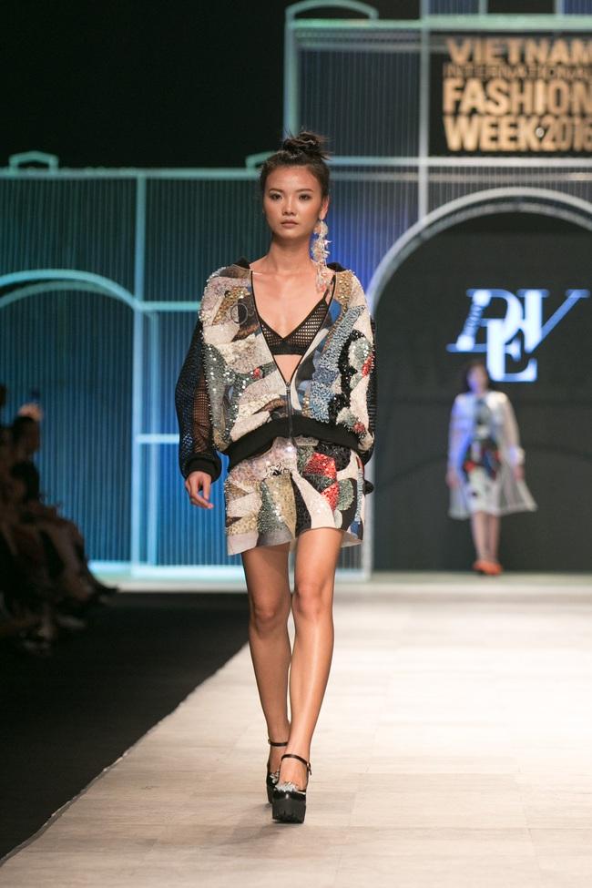 Hot girl Hà Lade tái xuất sàn catwalk, Hoàng Thùy làm vedette trong đêm diễn thứ 2 của Vietnam International Fashion Week - Ảnh 19.