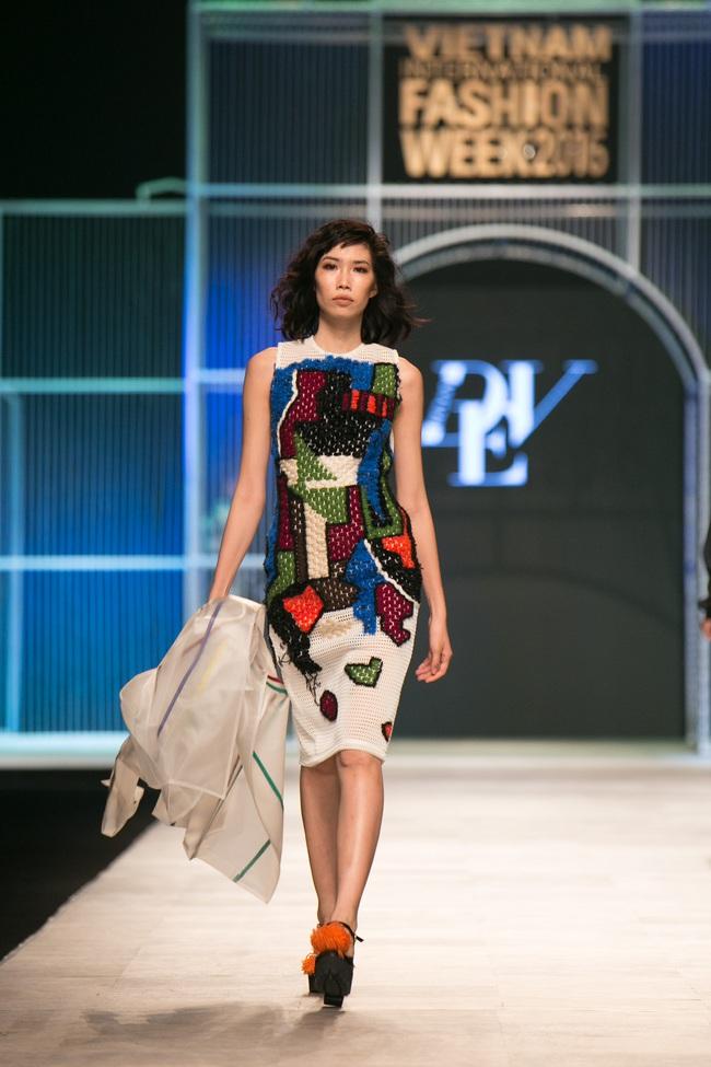 Hot girl Hà Lade tái xuất sàn catwalk, Hoàng Thùy làm vedette trong đêm diễn thứ 2 của Vietnam International Fashion Week - Ảnh 20.