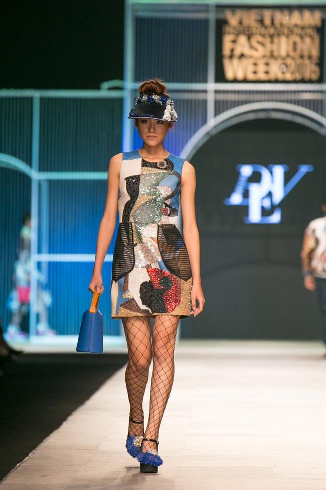 Hot girl Hà Lade tái xuất sàn catwalk, Hoàng Thùy làm vedette trong đêm diễn thứ 2 của Vietnam International Fashion Week - Ảnh 22.