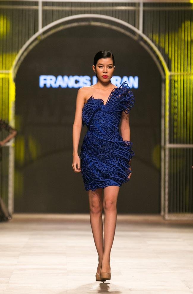 Hot girl Hà Lade tái xuất sàn catwalk, Hoàng Thùy làm vedette trong đêm diễn thứ 2 của Vietnam International Fashion Week - Ảnh 34.