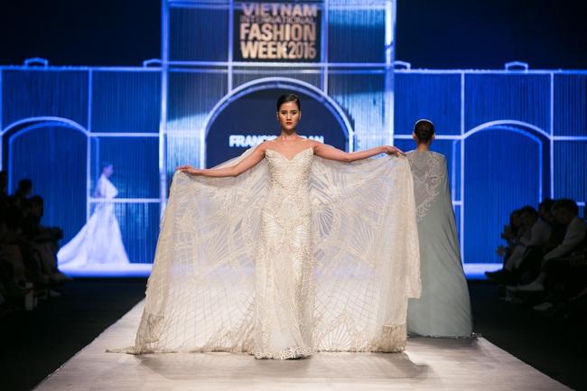 Hot girl Hà Lade tái xuất sàn catwalk, Hoàng Thùy làm vedette trong đêm diễn thứ 2 của Vietnam International Fashion Week - Ảnh 41.