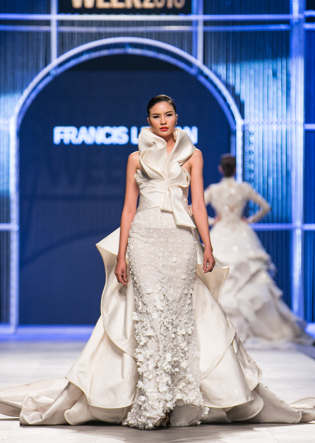 Hot girl Hà Lade tái xuất sàn catwalk, Hoàng Thùy làm vedette trong đêm diễn thứ 2 của Vietnam International Fashion Week - Ảnh 43.