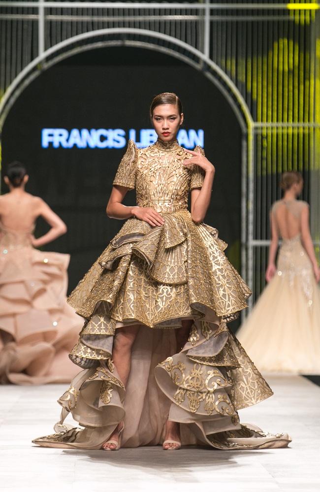 Hot girl Hà Lade tái xuất sàn catwalk, Hoàng Thùy làm vedette trong đêm diễn thứ 2 của Vietnam International Fashion Week - Ảnh 45.