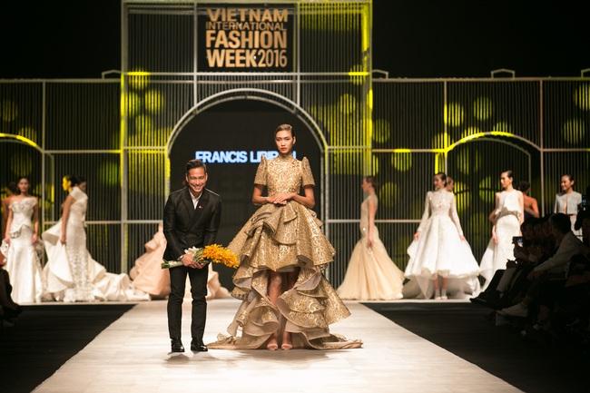Hot girl Hà Lade tái xuất sàn catwalk, Hoàng Thùy làm vedette trong đêm diễn thứ 2 của Vietnam International Fashion Week - Ảnh 46.