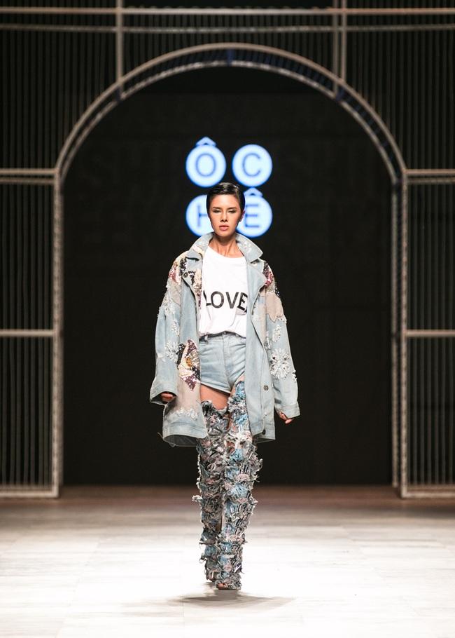 Hot girl Hà Lade tái xuất sàn catwalk, Hoàng Thùy làm vedette trong đêm diễn thứ 2 của Vietnam International Fashion Week - Ảnh 104.