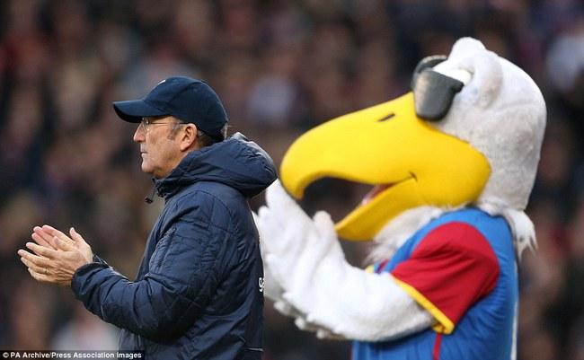 Những hình ảnh vui nhộn giữa huấn luyện viên và linh vật ở Premier League - Ảnh 11.