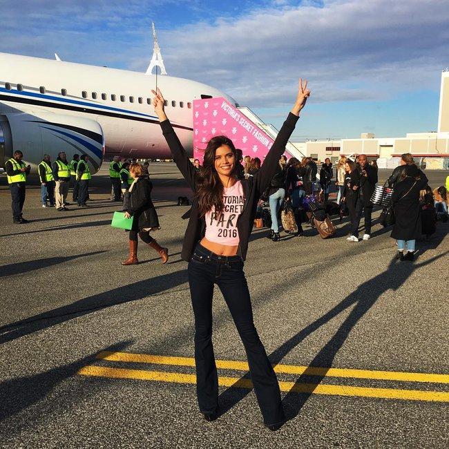 Dàn thiên thần Victorias Secret tưng bừng lên đường sang Paris chuẩn bị cho VSFS 2016 - Ảnh 8.