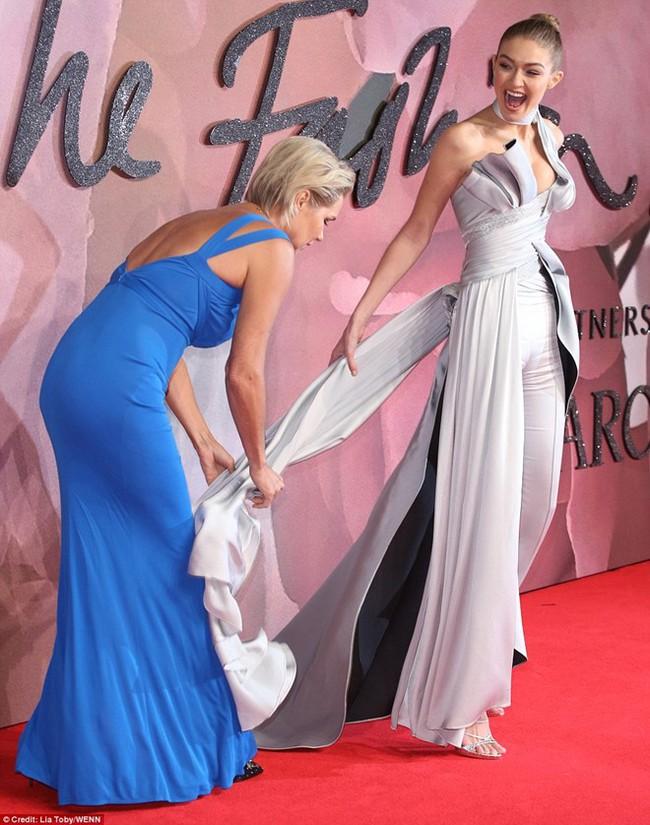 Kiêu sa là thế, vậy mà Gigi Hadid lại mắc cái lỗi đáng ghét này khi nhận giải Người mẫu của năm! - Ảnh 3.