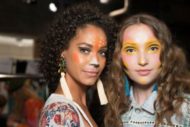 Làm xoăn tóc với bim bim, trang trí móng với bọ cạp chết cùng loạt xu hướng làm đẹp dị nhất năm 2016 - Ảnh 19.