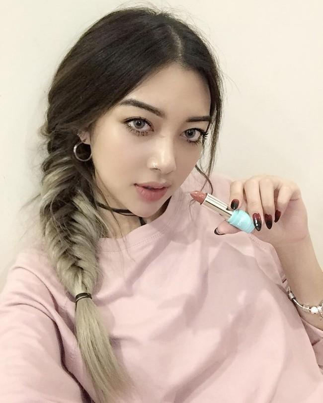 Trong năm 2016, 4 xu hướng làm đẹp này đã sốt sình sịch nhờ công lăng xê của các hot girl - Ảnh 23.