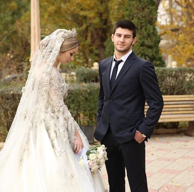 Cận cảnh chiếc váy cưới lộng lẫy đến choáng ngợp của cô dâu Nga đang làm náo loạn mạng xã hội - Ảnh 8.