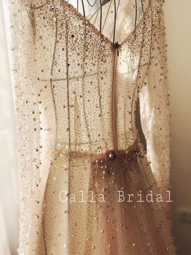 Ngắm trọn bộ 7 chiếc váy cưới, 4 bộ áo dài cùng loạt phụ kiện xa xỉ của cô gái thời tiết Mai Ngọc - Ảnh 6.