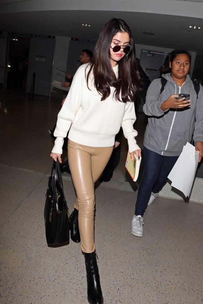 Rộ tin Selena Gomez ký hợp đồng 227 tỉ VNĐ với Coach, không chỉ làm đại diện mà còn thiết kế hẳn một BST - Ảnh 6.