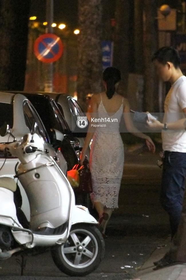 Hoa hậu Thu Thảo diện váy trắng, thoải mái ngồi ăn ốc trên lề đường - Ảnh 5.