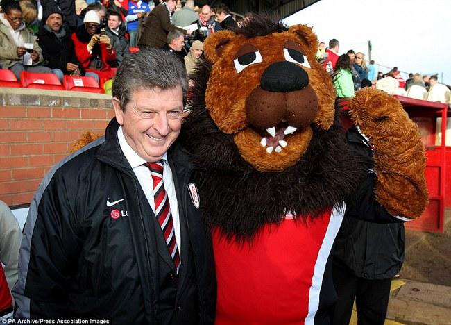Những hình ảnh vui nhộn giữa huấn luyện viên và linh vật ở Premier League - Ảnh 15.