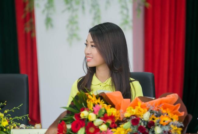 Tân Hoa hậu Mỹ Linh xinh đẹp rực rỡ, kết đôi cùng Đức Tuấn trong dự án quảng bá du lịch - Ảnh 6.