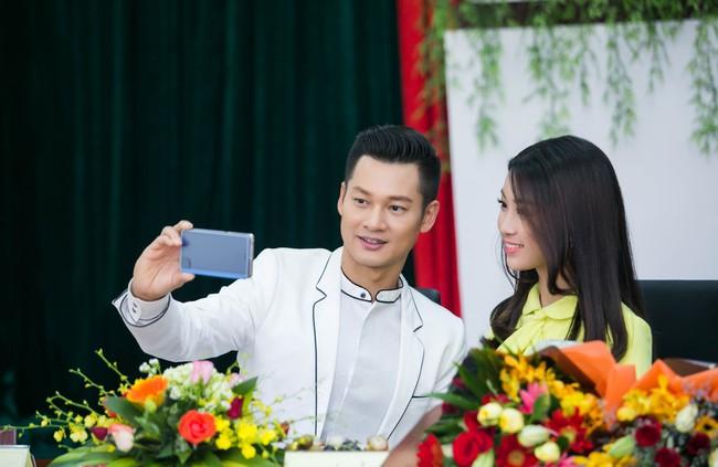 Tân Hoa hậu Mỹ Linh xinh đẹp rực rỡ, kết đôi cùng Đức Tuấn trong dự án quảng bá du lịch - Ảnh 9.