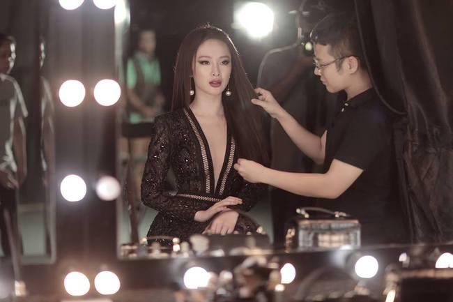 Hoa hậu Mỹ Linh chen chúc cùng Phạm Hương, Lan Khuê trên poster show diễn Chung Thanh Phong - Ảnh 11.