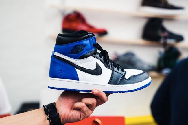 15 đôi sneaker chỉ thấy giá cũng đủ để khiến bạn kinh hồn bạt vía - Ảnh 9.