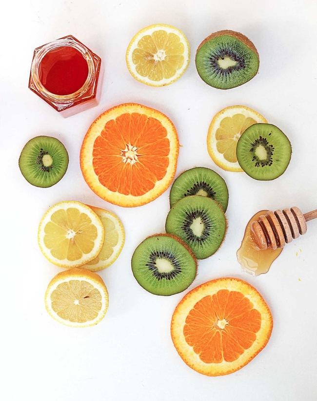 Tuyệt chiêu giữ da trắng mịn mùa hè bằng vỏ trái cây của sao Hàn - Ảnh 1.