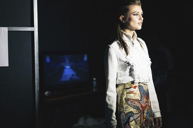 Lạc vào miền đất thời trang tuyệt mỹ của hậu trường Vietnam International Fashion Week - Ảnh 1.
