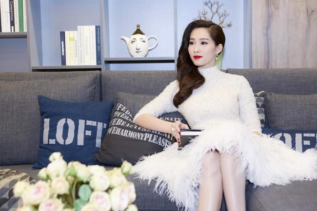 Cùng kiểu đầm thiên nga trắng: Angela Phương Trinh và 3 nàng Hậu, ai mặc đẹp nhất? - Ảnh 2.