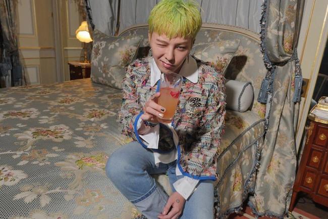 Xanh lá mạ? Không sao, G-Dragon vẫn cân được tất! - Ảnh 1.