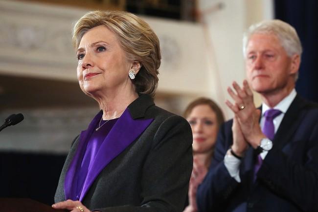 Bại trận trước Trump, Hillary Clinton vẫn khiến dân tình đổ xô đi mua suit trắng giống mình - Ảnh 4.