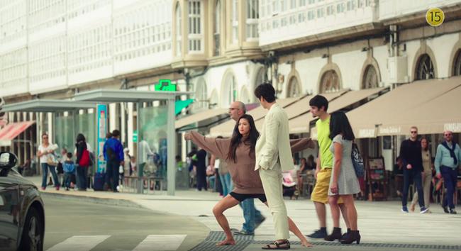 Đồ hiệu ngập mặt, Huyền thoại biển xanh lại là một show thời trang nữa của Jeon Ji Hyun - Ảnh 13.