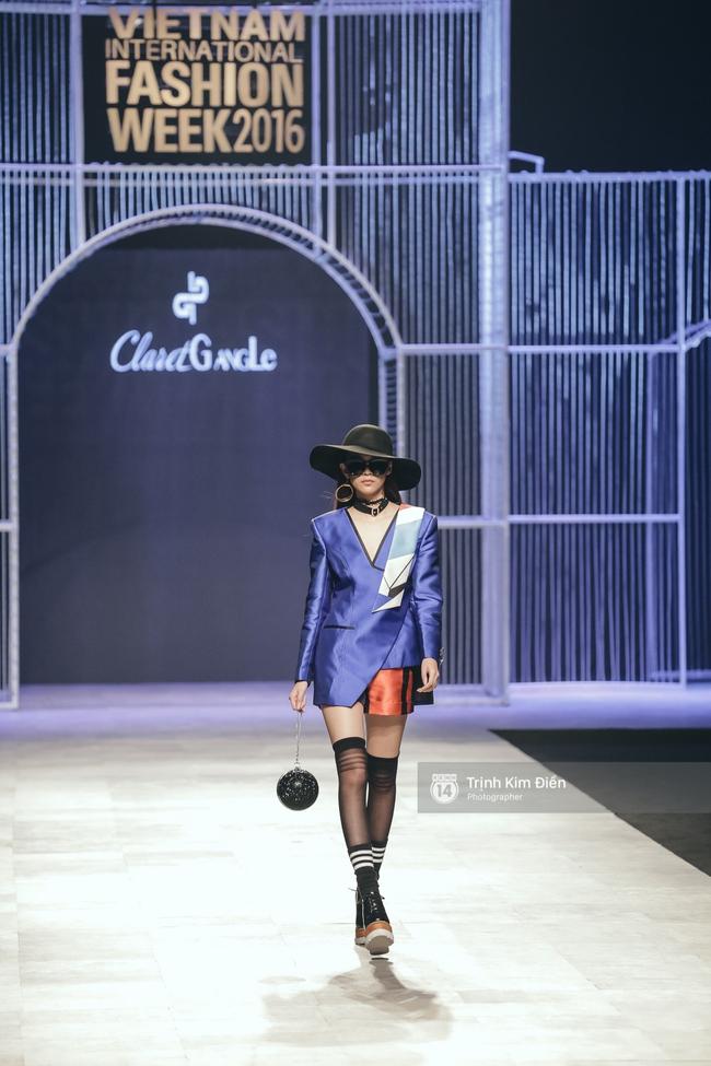Phí Phương Anh lại xuất hiện trên sàn diễn thời trang, đọ trình catwalk cùng đàn chị - Ảnh 4.