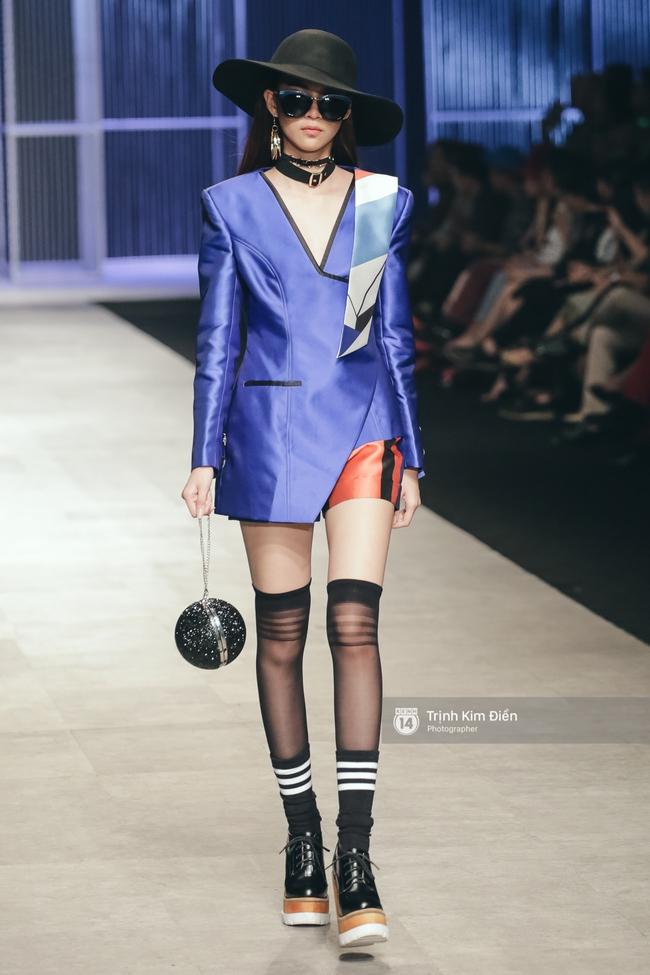 Phí Phương Anh lại xuất hiện trên sàn diễn thời trang, đọ trình catwalk cùng đàn chị - Ảnh 5.