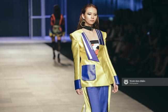 Phí Phương Anh lại xuất hiện trên sàn diễn thời trang, đọ trình catwalk cùng đàn chị - Ảnh 3.