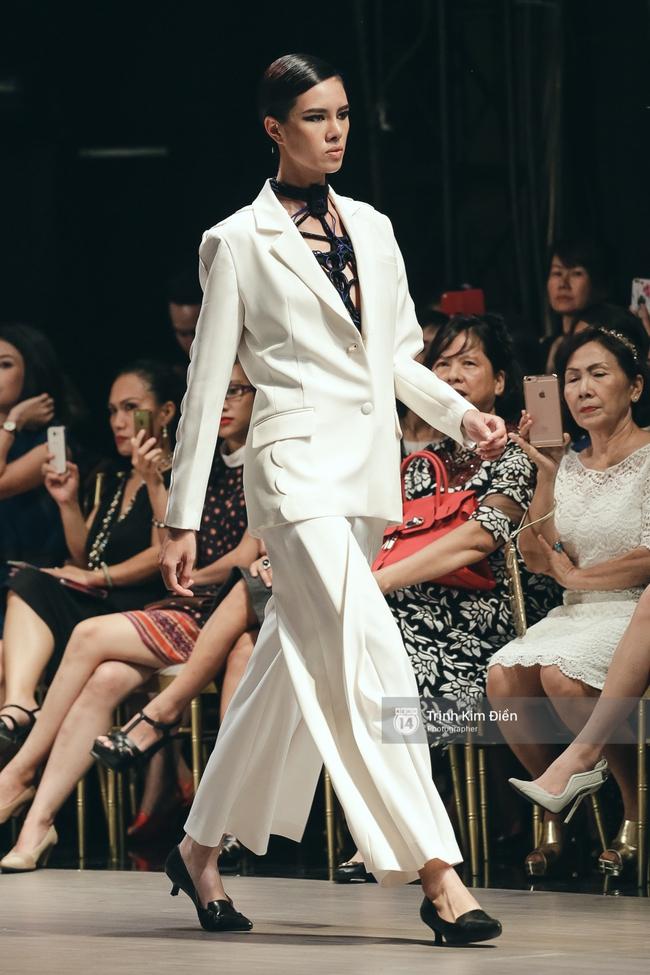 Kỳ Duyên trình diễn không thể gắt hơn, em gái Trang Khiếu lần đầu biết thế nào là catwalk - Ảnh 24.