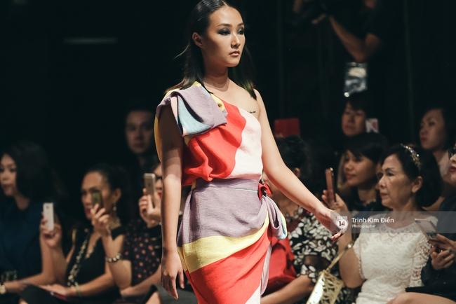Kỳ Duyên trình diễn không thể gắt hơn, em gái Trang Khiếu lần đầu biết thế nào là catwalk - Ảnh 18.