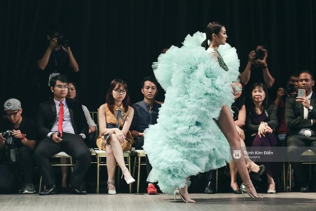 Kỳ Duyên trình diễn không thể gắt hơn, em gái Trang Khiếu lần đầu biết thế nào là catwalk - Ảnh 14.