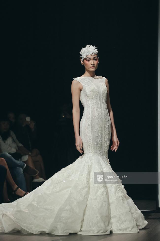 Mai Ngô người không ngấn mỡ, thong dong catwalk trong đầm cưới tinh khôi - Ảnh 6.