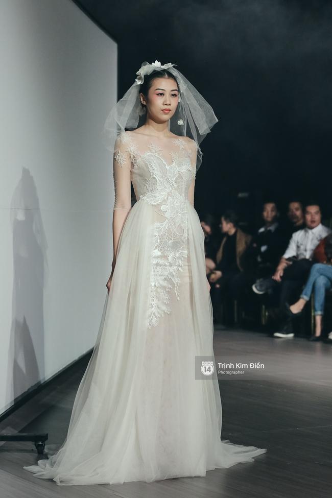 Mai Ngô người không ngấn mỡ, thong dong catwalk trong đầm cưới tinh khôi - Ảnh 12.