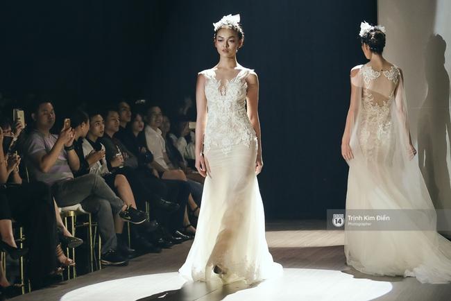 Mai Ngô người không ngấn mỡ, thong dong catwalk trong đầm cưới tinh khôi - Ảnh 4.